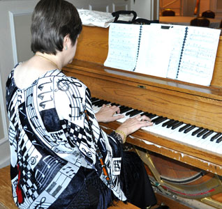 Piano instrumentalist for your listening pleasure in the tea room